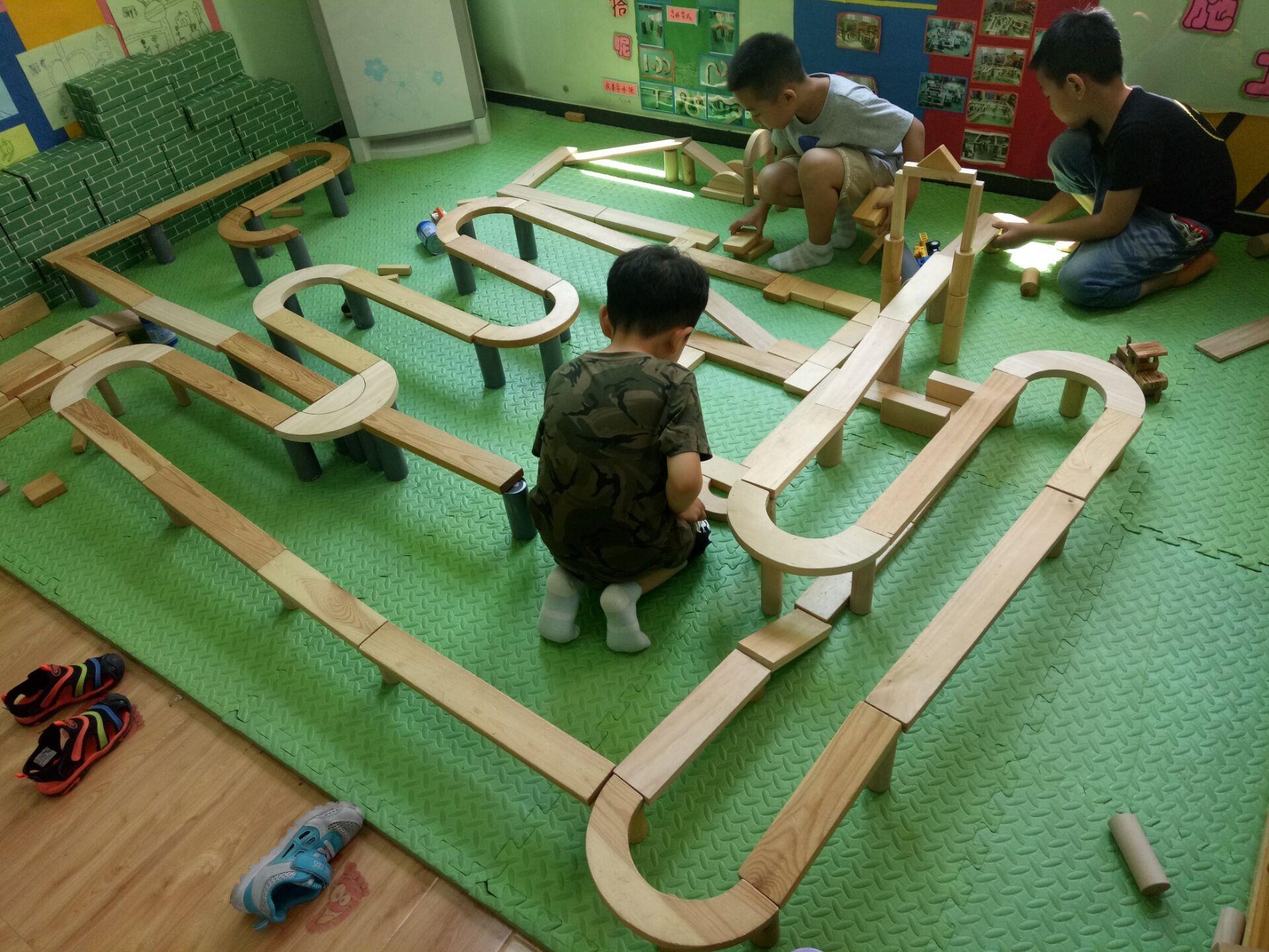 区域活动是孩子们最喜欢的活动,建构区是男孩子们最喜欢进的一个区
