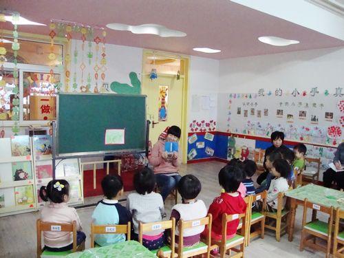 将材料投放至科学区请幼儿区域活动时